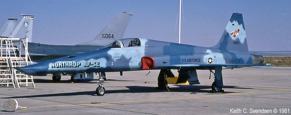 Model Building Kit KH32023 1//32 Kitty Hawk RF-5E Tiger Eye