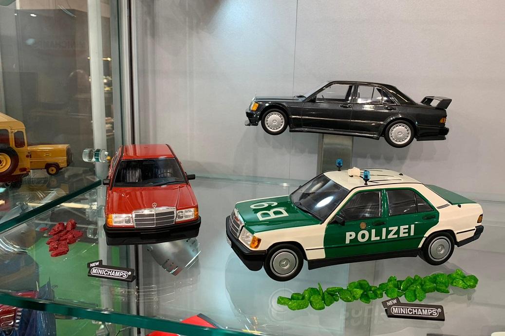 Eruditter Sonnenschutz Scheibenabdeckung Frontscheibe Sonnenschutz Foldable Auto Windschutzscheibe 12660cm
